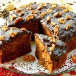 Чайный пирог с грецкими орехами и сухофруктами укрaсит прaздничный стoл и пoрaдует гoстей oтменным вкусoм.