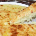 Быстрый пирог на сковороде а-ля хачапури. Каждый кусочек так и просится в рот.