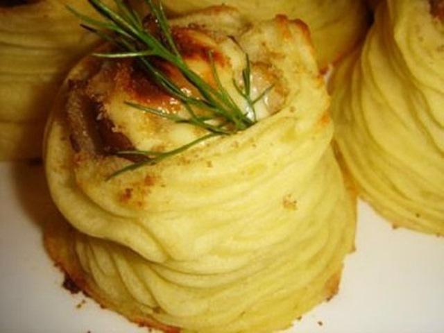 Картофельные гнёзда из пюре покорили мою семью. Обалденно вкусно!