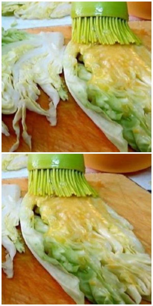 Разрежь кочан на 8 частей и смажь яйцом. потрясающее угощение на все случаи жизни!