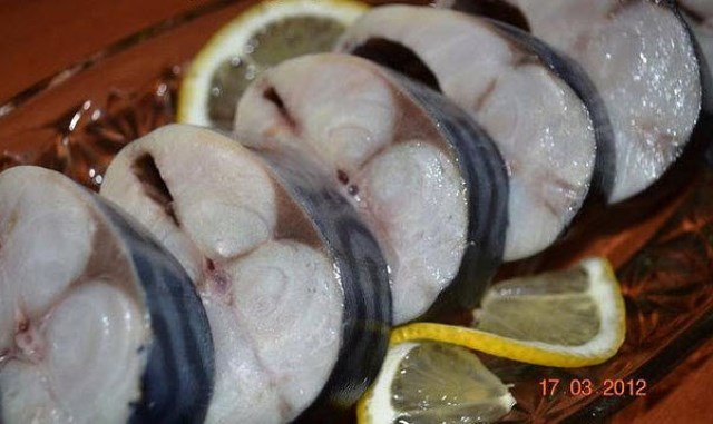 Малосольная скумбрия в масле: шикарный рецепт