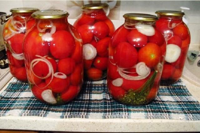 Этим рецептом пользуюсь много лет. Кто пробовал мои помидорки - все в восторге и выпрашивают рецепт.