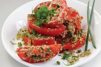 Невероятно вкусный салат из помидоров с орехами