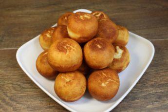 Всего 4 ингредиента! Соседка поделилась самым простым рецептом пончиков!