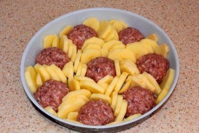 Накормите семью с помощью всего лишь 200 грамм фарша: обалденный бюджетный ужин – приготовьте сегодня, не пожалеете
