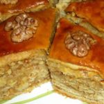 Пахлава с грецкими орехами и медом.