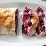 творожно-ягодный рулет из лаваша
