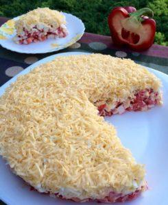 САЛАТ СЛОЁНЫЙ. Мамин рецепт. ⠀ Простой, вкусный, легкий и свежий салатик.