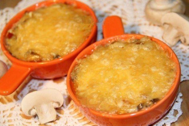 Жульен с шампиньонами и сыром