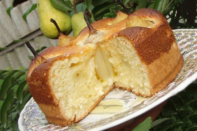 Очень вкусный пирог с целыми грушами и творогом, на песочной основе и воздушного в верха