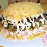 Яркий, нарядный салатик украсит праздничный стол и порадует вкусом! Сочный, ароматный, лёгкий в приготовлении салатик покорит Вас непременно!