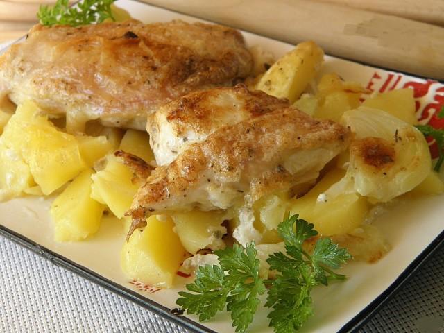 Картошка с курицей в духовке под соусом. Фирменный рецепт моей мамы! Мой муж без ума...