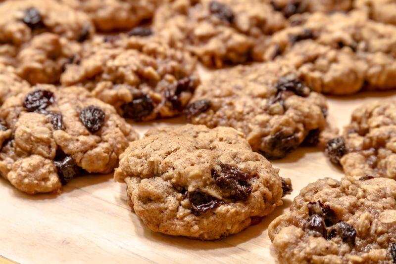 «Исчезающее овсяное печенье»: не успеваю достать из духовки, тает на глазах. Детишки съедают еще мягким.