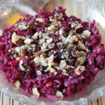 Простой, но очень вкусный, питательный и полезный салат из свеклы, чернослива и грецких орехов. Вкуснотище!