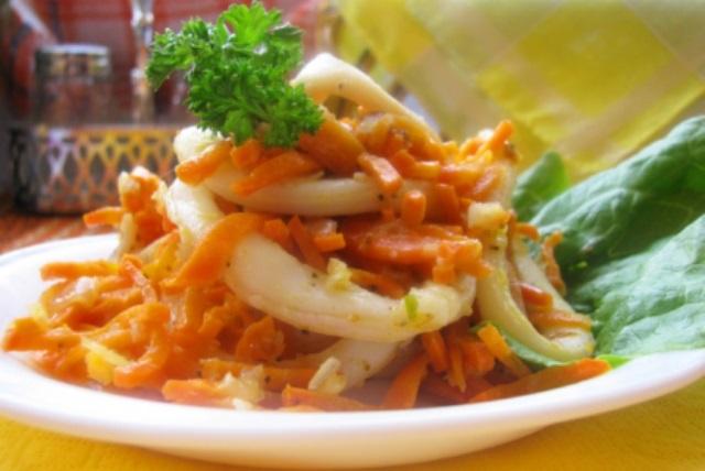Кальмары тушеные с луком и морковью, попробуйте непременно. Вкуснятина нерельная!