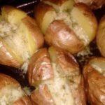 Нереально вкусный картофель. Это блюдо стало одним из моих любимых еще в детстве и до сих пор им остается.