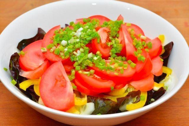 Легкий салат с лимонной заправкой
