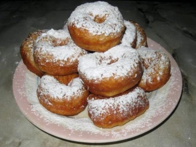 Пышные и вкусные пончики из творога  — любимое лакомство детей и взрослых.
