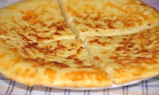 Экспресс-хачапури к завтраку на сковороде: быстро, просто, а вкус — невероятный!
