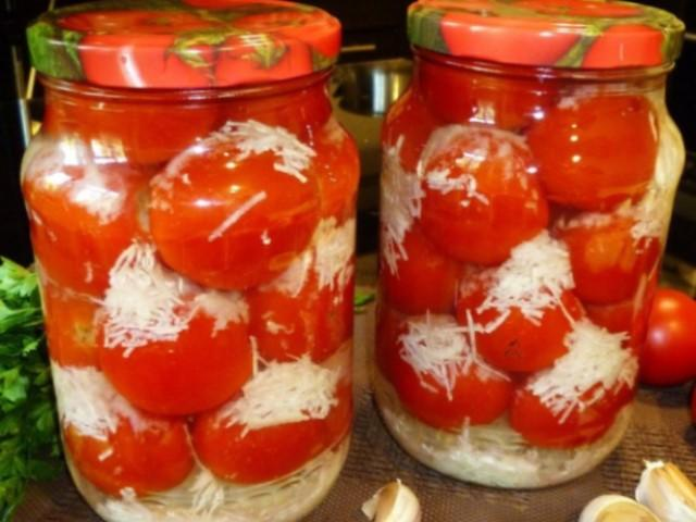 Простые и вкусные помидоры с чесноком на зиму «в снегу», интересный вид и приятный сладкий вкус!