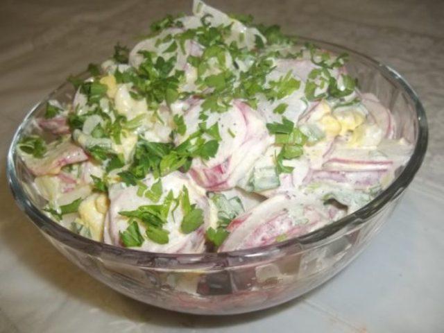 Салат из редиса с мясом