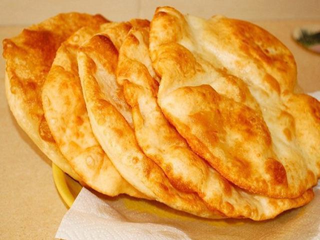 Лангоши. Замечательные венгерские лепешки.