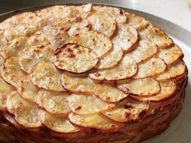 Картофель «Буланжер» - мое коронное блюдо. Сочное, нежное, с хрустящей корочкой... Уходит первым со стола.