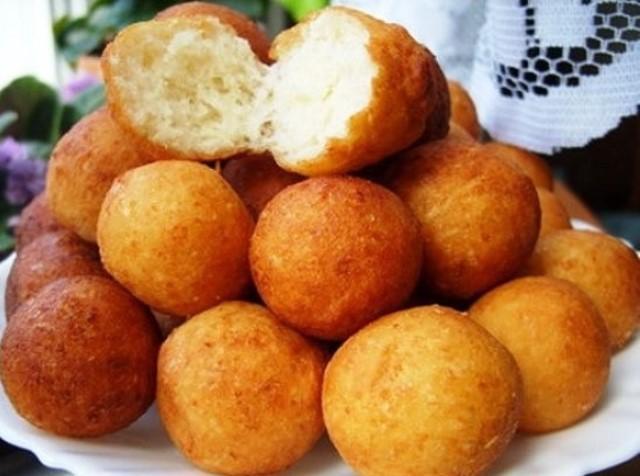 Вкус из детства! Румяные, воздушные, нежные творожные шарики - вкусное угощение к чаю и очень легкое в приготовлении блюдо.