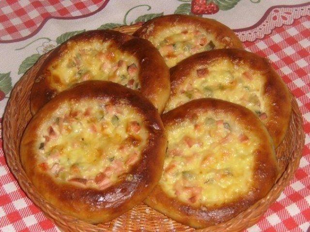 Остренькие ватрушки — достойный ответ итальянской пицце! Каждый найдет в ней что-то особое!