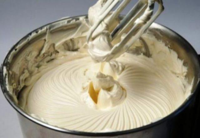 Сливочный крем «Пятиминутка» из простых ингредиентов.