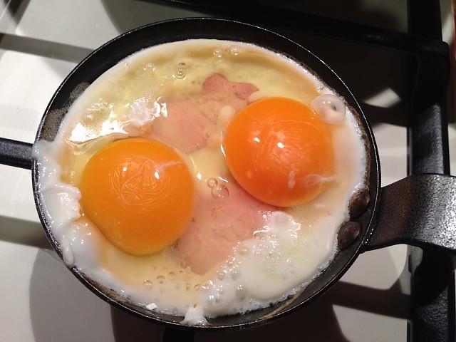 """Мой папа, который 30 лет отработал поваром: """"Солите не яичницу, а масло, на котором она жарится!"""" Очень крутые советы."""