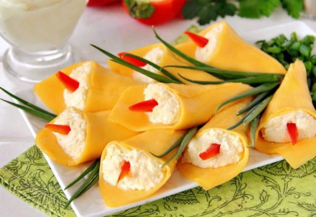 """Праздничная закуска - """"Каллы"""" из сыра."""