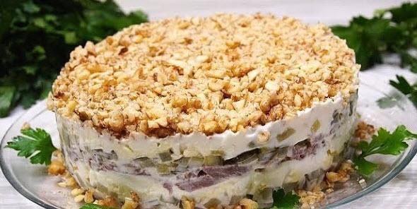 Вкуснейший салат с мясом и орехами