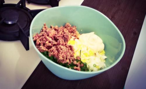 Рецепт популярного салата из 90-х: сытно и вкусно 1